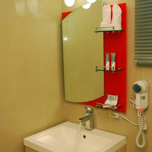 Baño-habitacion-sencilla-metrohotel-panama2
